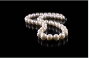 design innovativo 47b1a 74fbf Collane di perle : il ritorno nelle tendenze 2018! | bjoux.it